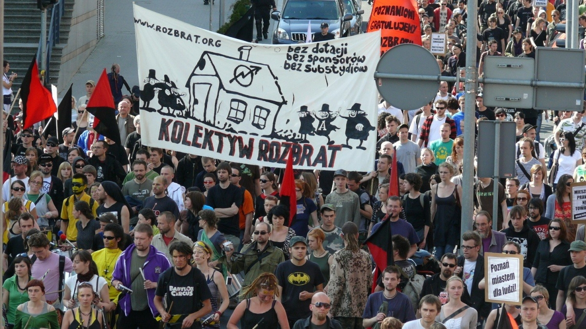 """Rozbrat is here to stay!""  The oldest squat in Poland faces eviction"